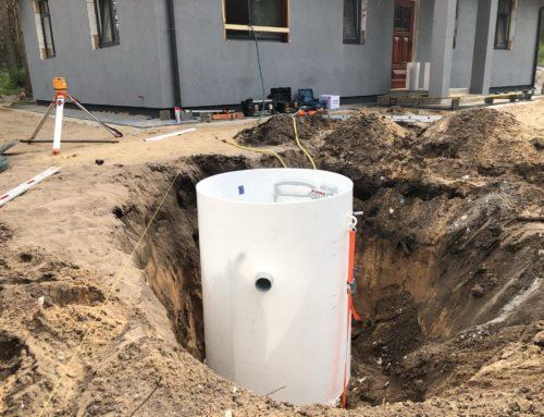 Bioloģiskās attīrīšanas iekārtas (bio kanalizācijas) izbūve Rīgā.